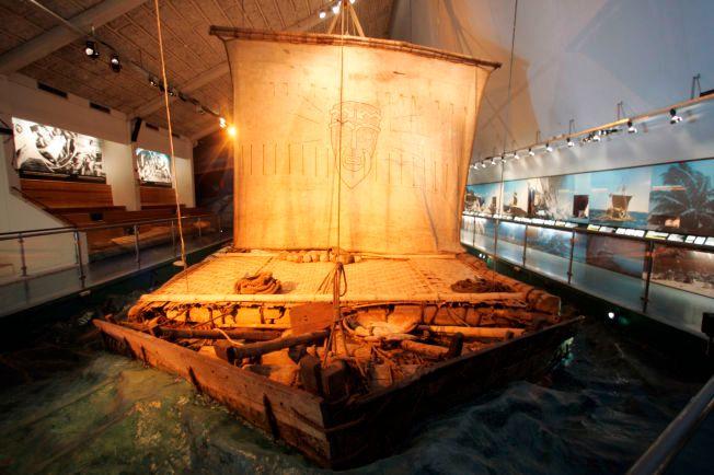 I likhet med Thor Heyerdahls Kon-tiki i 1947 brukte Kon tiki 2-ekspedisjonen balsaflåter på reisen fra Peru til Påskeøya. Foto: Cornelius Poppe / SCANPIX .