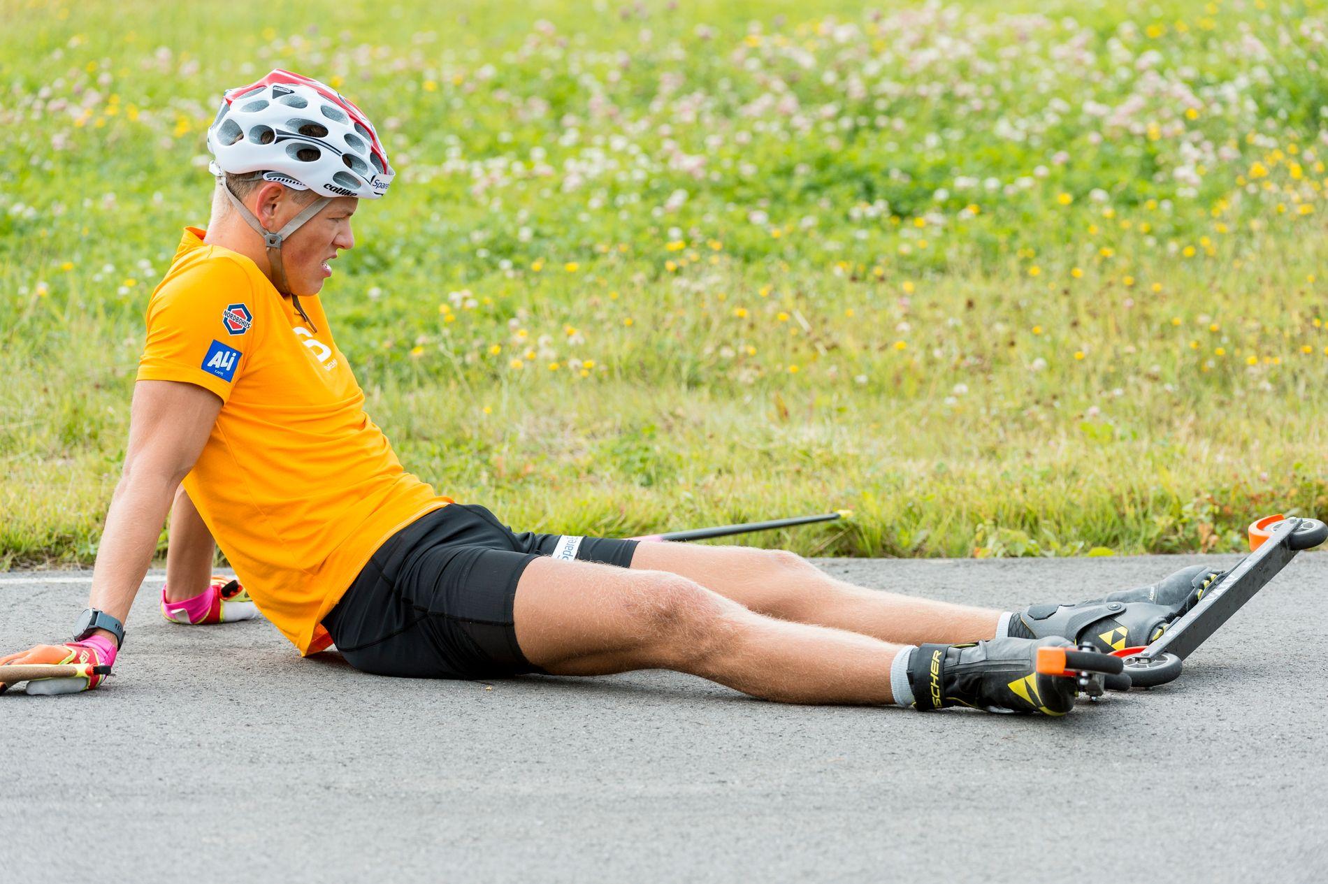 BLYTUNGT: Johannes Høsflot Klæbo orket rett og slett ikke å gå finalen på trening i samling i Steinkjer tirsdag. Han var helt ferdig.