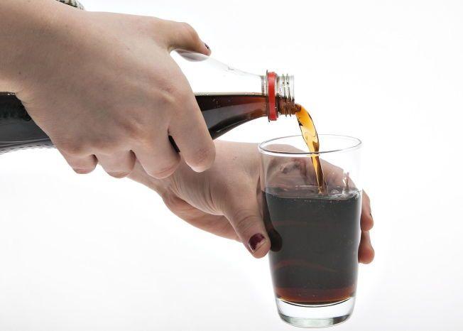Ny forskning viser at sukkerholdig brus kan øke risikoen for brystkreft.