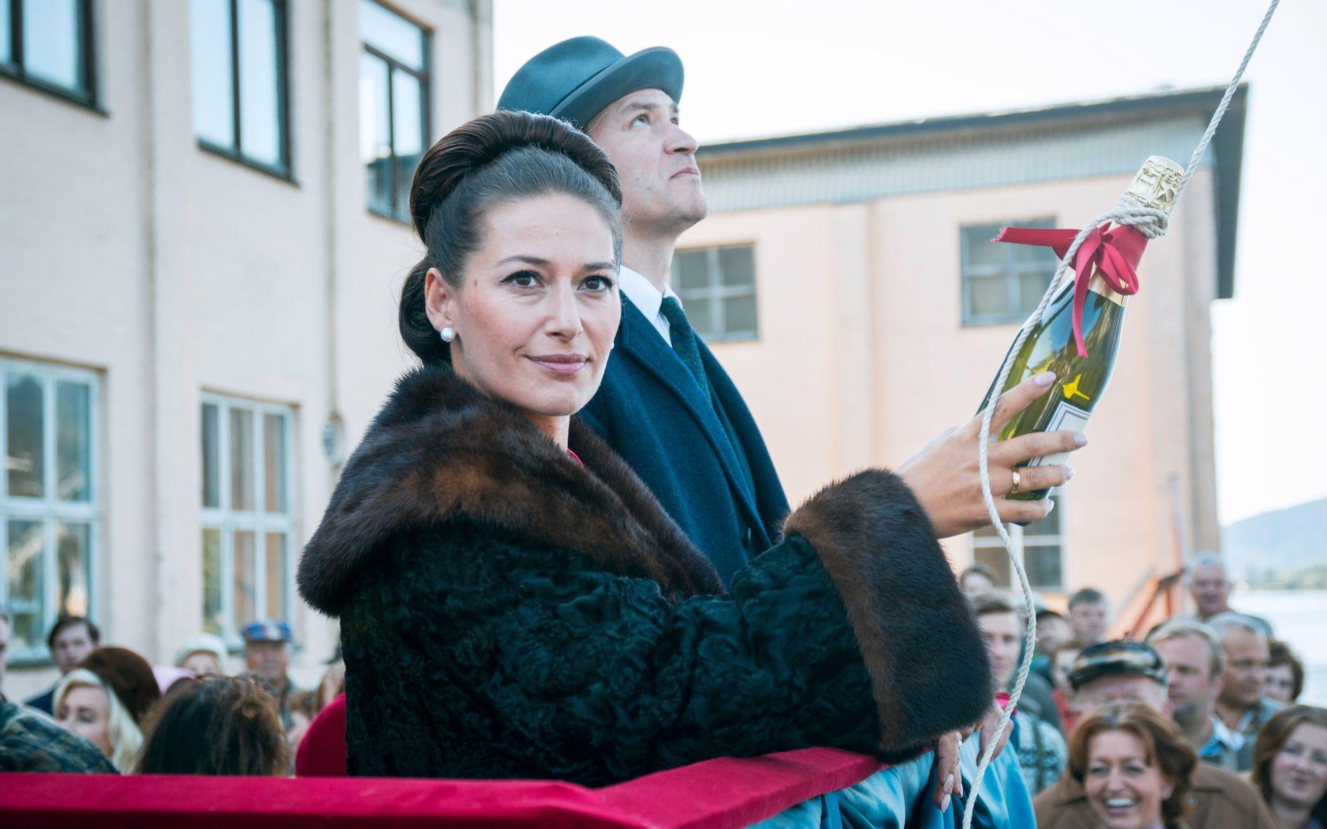 DÅP: Ekteparet Nyman (Pia Tjelta og Per Kjerstad) markerer den nye tiden.