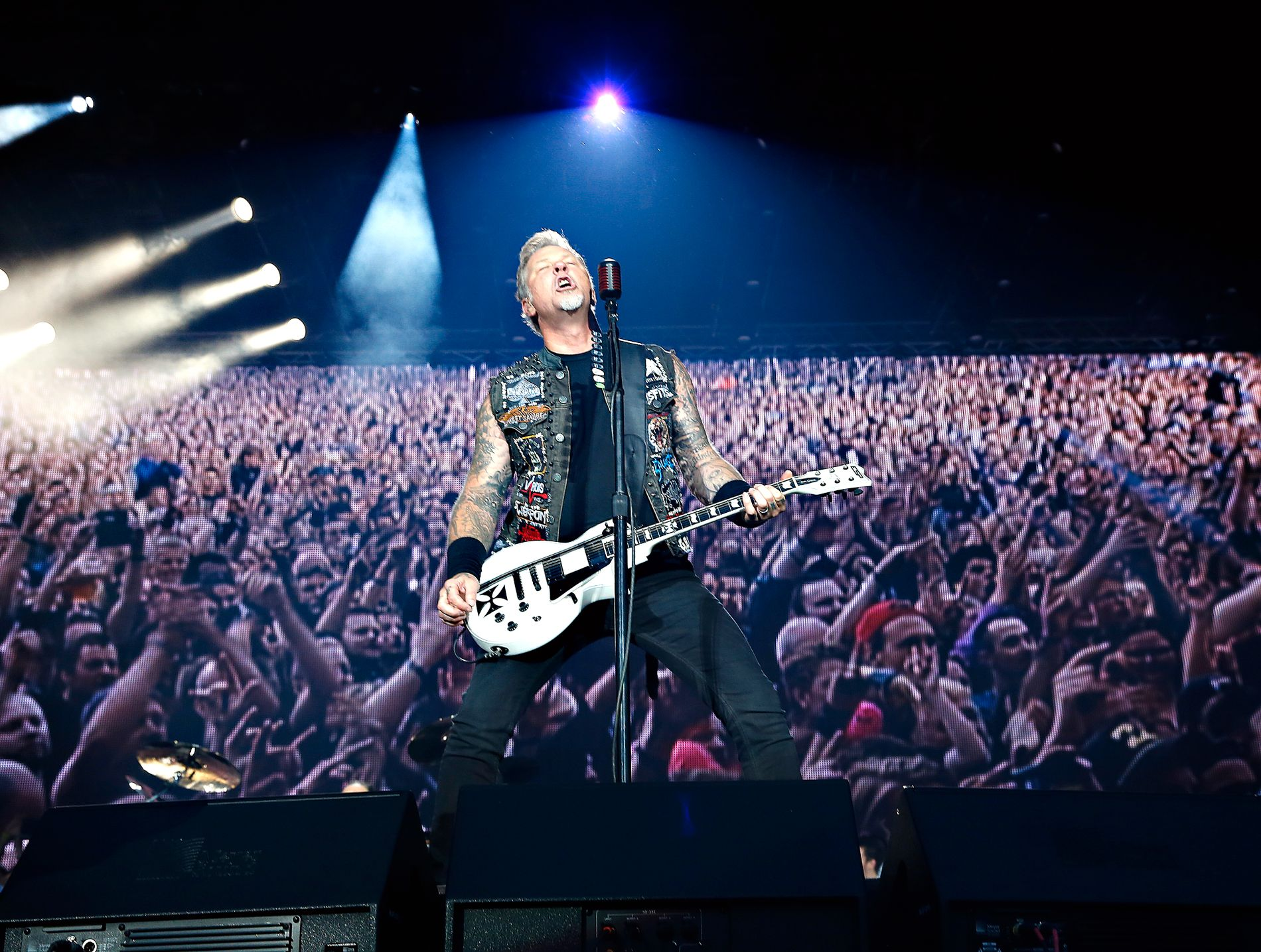 KOMMER TILBAKE: James Hetfield tar med seg resten av Metallica - og Kvelertak - til Telenor Arena neste mai. Her er Hetfield avbildet i Bergen i 2015.