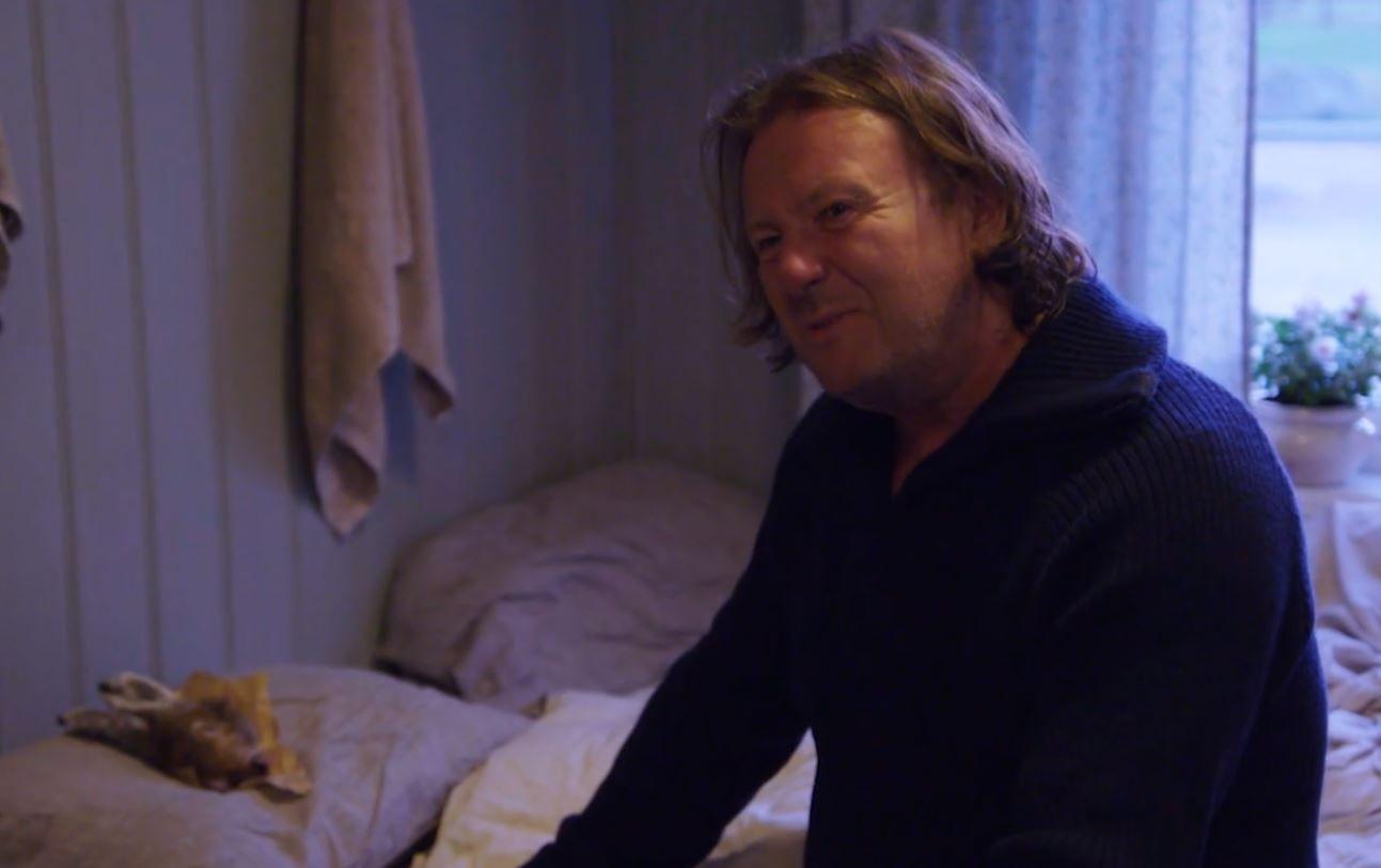 LETTERE SJOKKERT: Svein Østvik reagerte med avsky da han fant et avkappet kaninhode på puten.