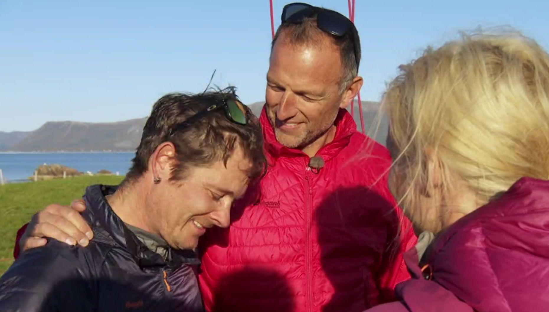 UTE: Lars Erik Blokkhus sier ha det til programleder Tom Stiansen og de andre deltagerne.