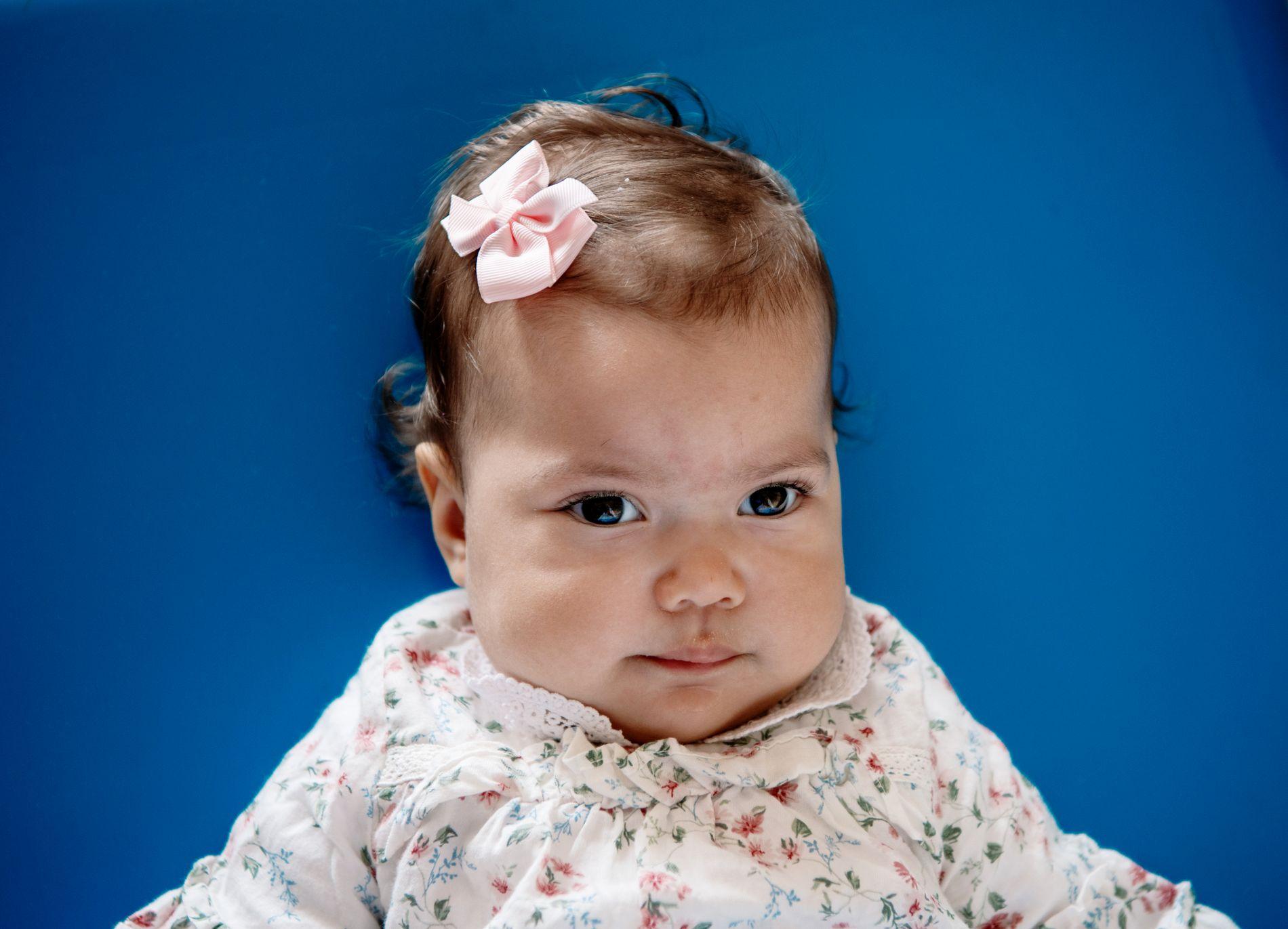 TRENGER FORUTSIGBARHET: Et langsiktig tilbud er det beste for livskvaliteten til Isabella, mener foreldrene.