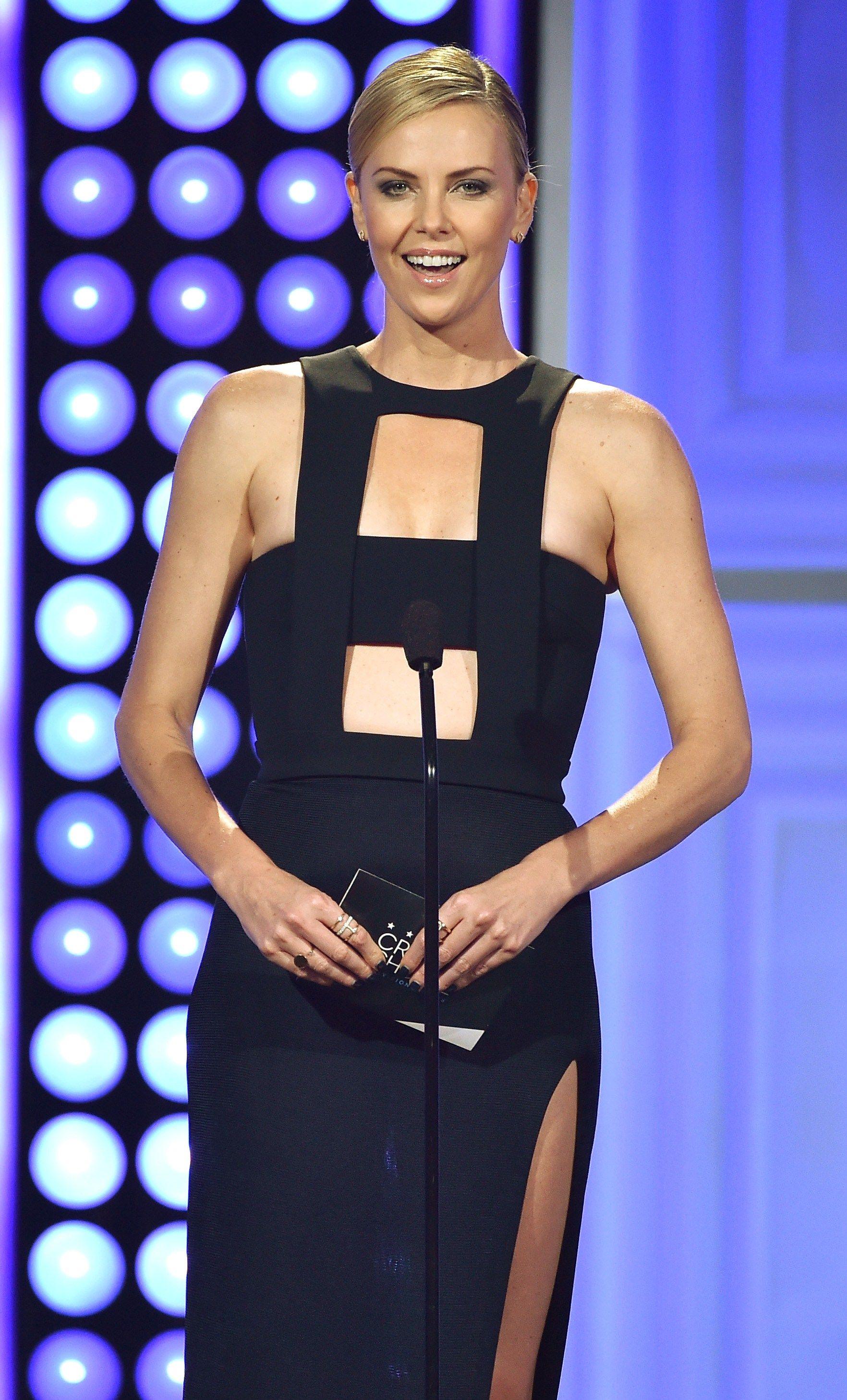 ETTERTRAKTET: Charlize Theron er blant Hollywoods mest populære stjerner. Her på en prisutdeling i fjor.