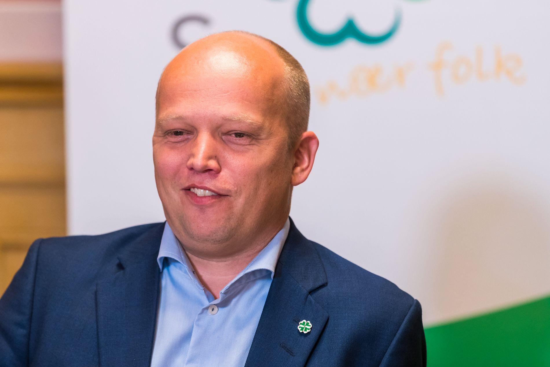 VURDERER: Partileder i Senterpartiet, Trygve Slagsvold Vedum, ønsker at Stortinget skal se på kostnader for å skru på FM-nettet igjen.