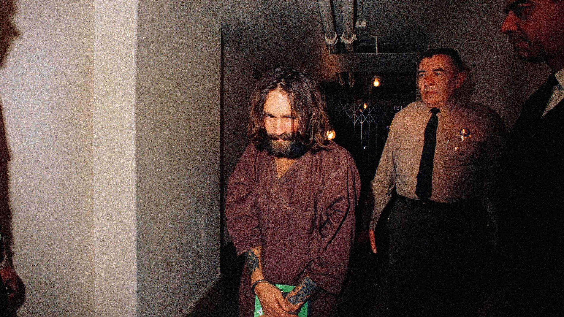 LEDEREN: Charles Manson døde i fengsel i 2017. Han sonet en livstidsdom for medvirkning til drap.