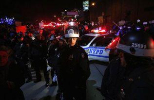 BLOKADE: NYPD er forberedt på sammenstøt ved West Side Highway i New York.