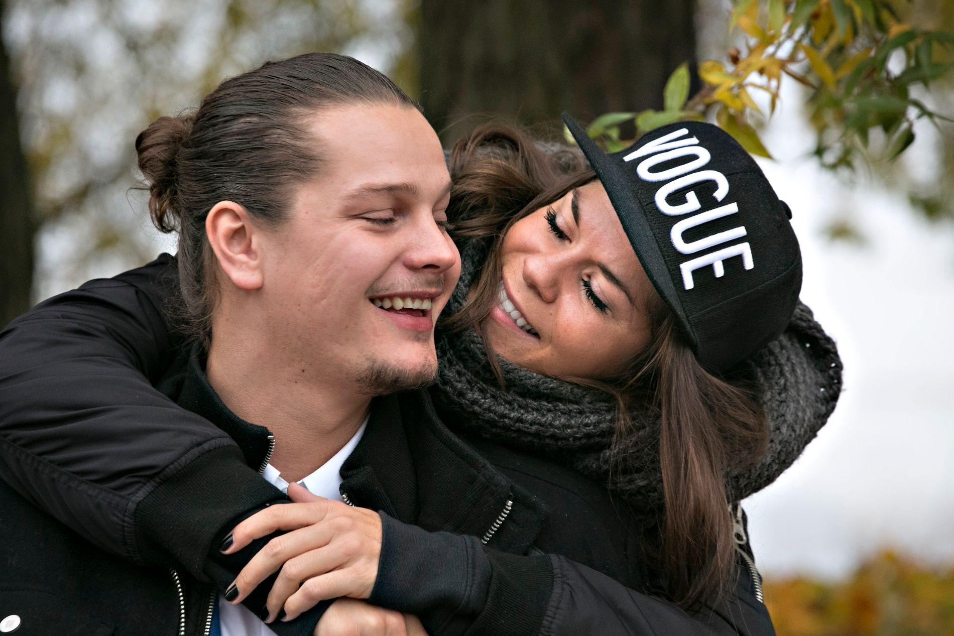 GIFTER SEG: Dennis Poppe Thorsen og Kristin Gjelsvik skal gifte seg for andre gang. Heller ikke denne gang står bryllupet i Norge.