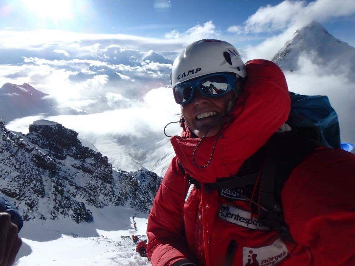 TO TOPPER: Tirsdag i forrige uke nådde Vibeke Andrea Sefland (43) toppen av fjellet Lhotse 8516 meter over havet. En uke senere nådde hun toppen av Mount Everest.
