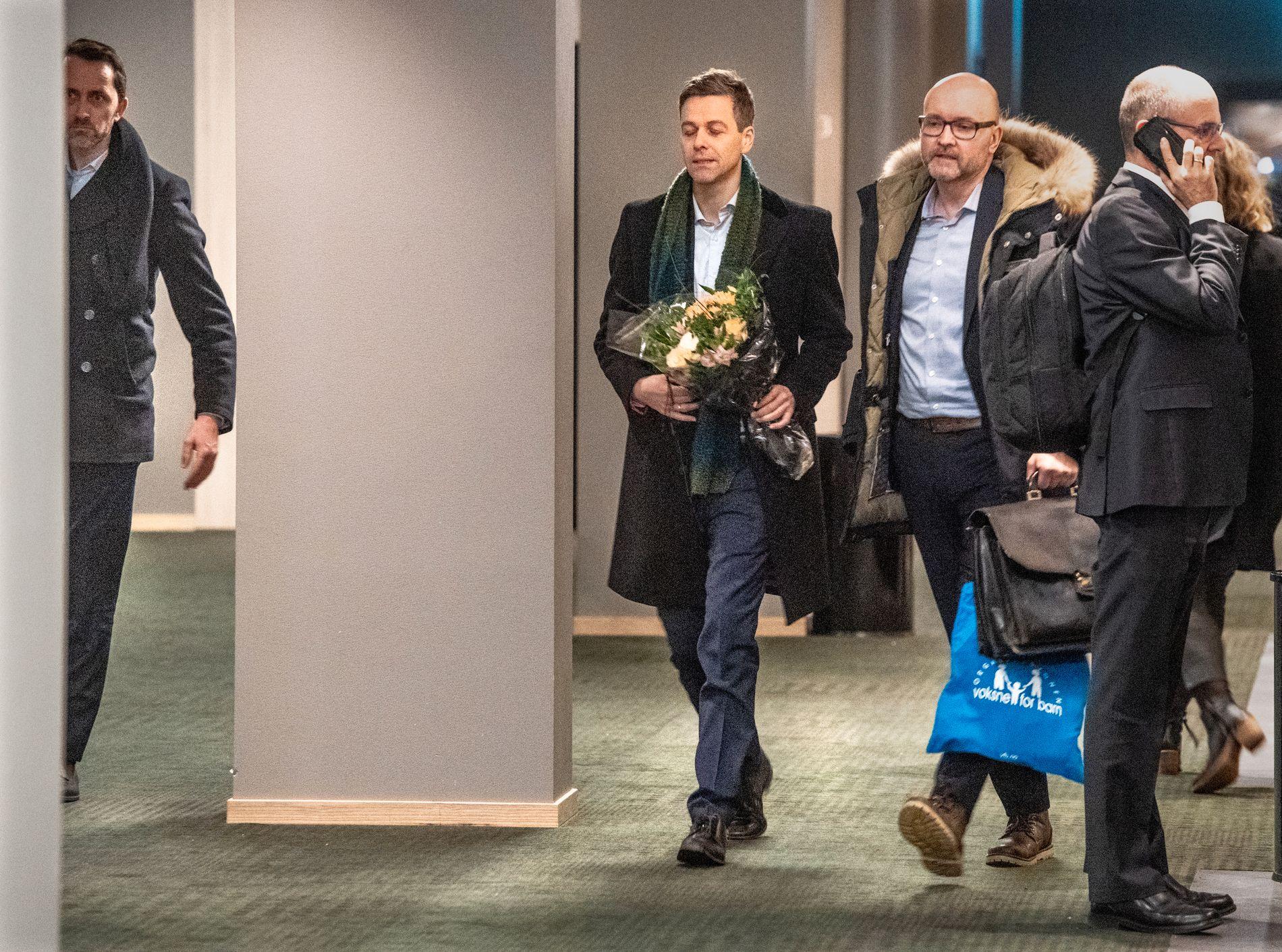 SLUTT: Knut Arild Hareide og Dag Fedøy, informasjonsrådgiver i Krf sin Stortingsgruppe etter at det var klart at Hareide går av som partileder.