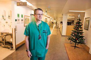VENTET ET DØGN: Overlege Arnt E. Fiane sier til VG at mannen lå ett døgn uten hjerte, før man  fikk omdirigert et nytt donorhjerte.