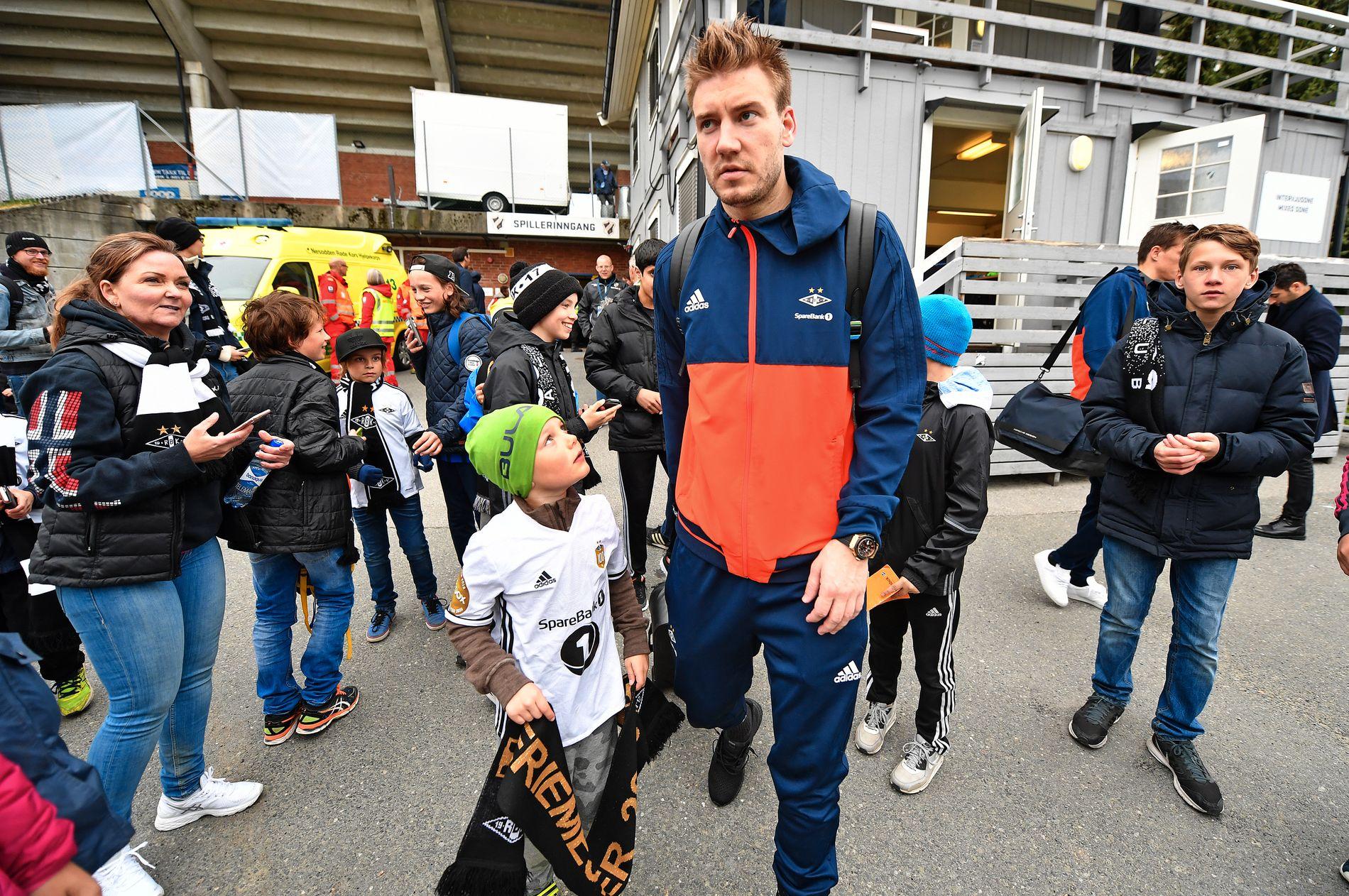 – LITT LAT: Ingebrigt Steen Jensen er ikke blitt imponert over Nicklas Bendtner og Rosenborg så langt denne sesongen. Om den danske spissen, sier Stabæk-mannen: – Han har vel vært ok, en litt lat og litt uengasjert midtspiss som er nummer syv på scoringslisten.