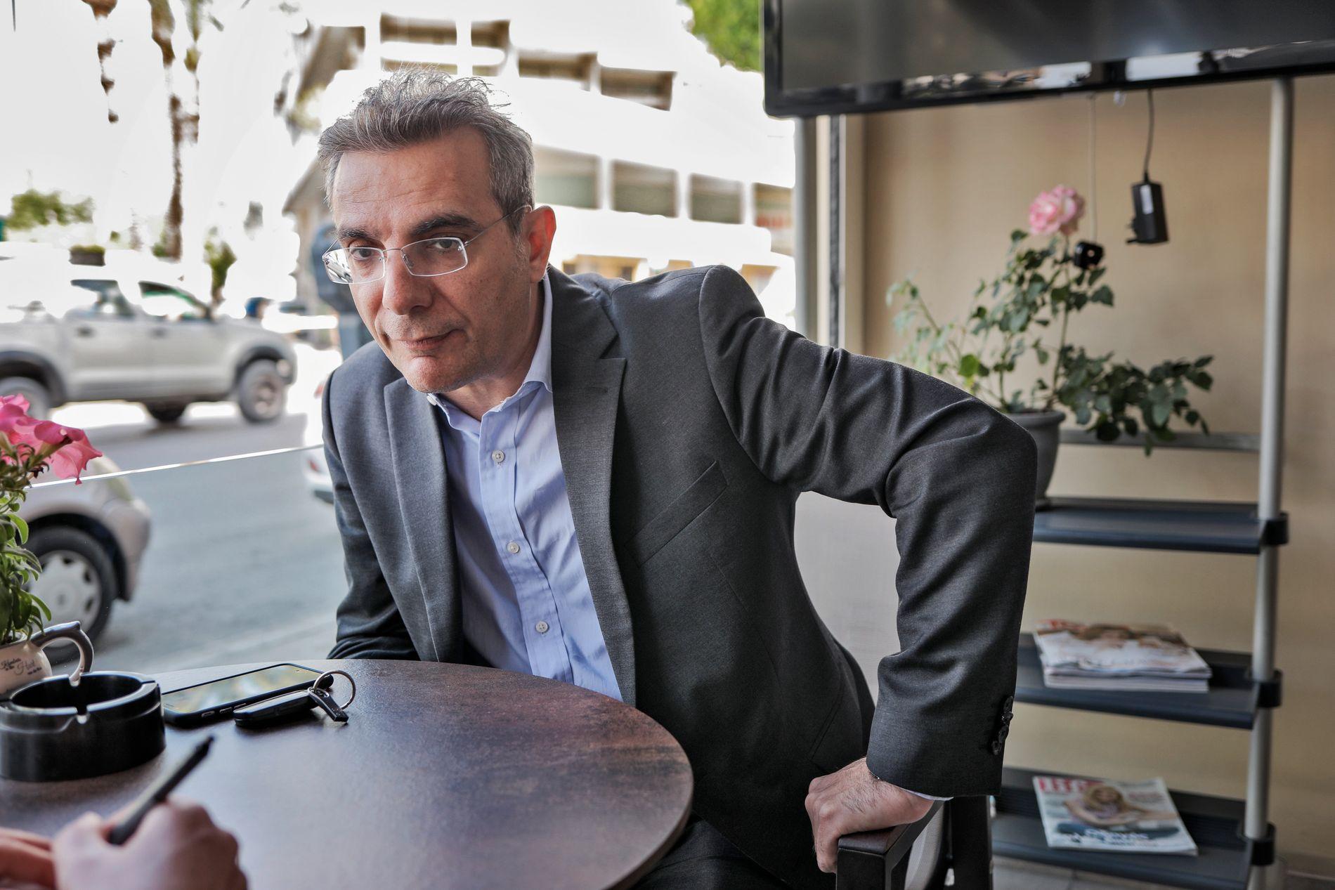 BISTÅR MOR: Advokat Laris Vrahimis.