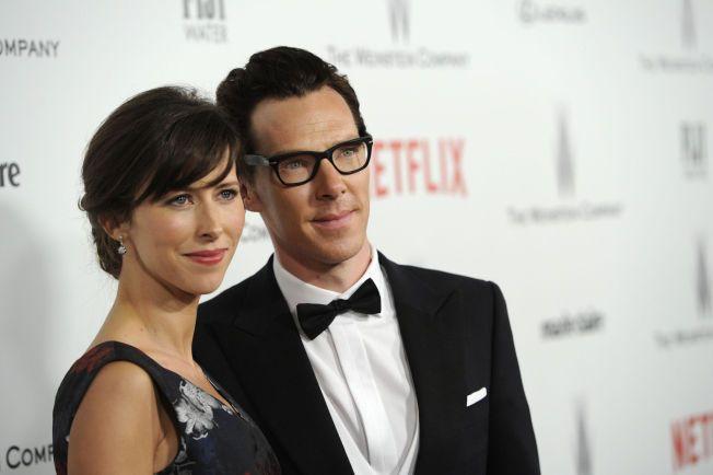 BER OM UNNSKYLDNING: Benedict Cumberbatch er stjernen fra Morten Tyldums film. Her sammen med forloveden Sophie Hunter.