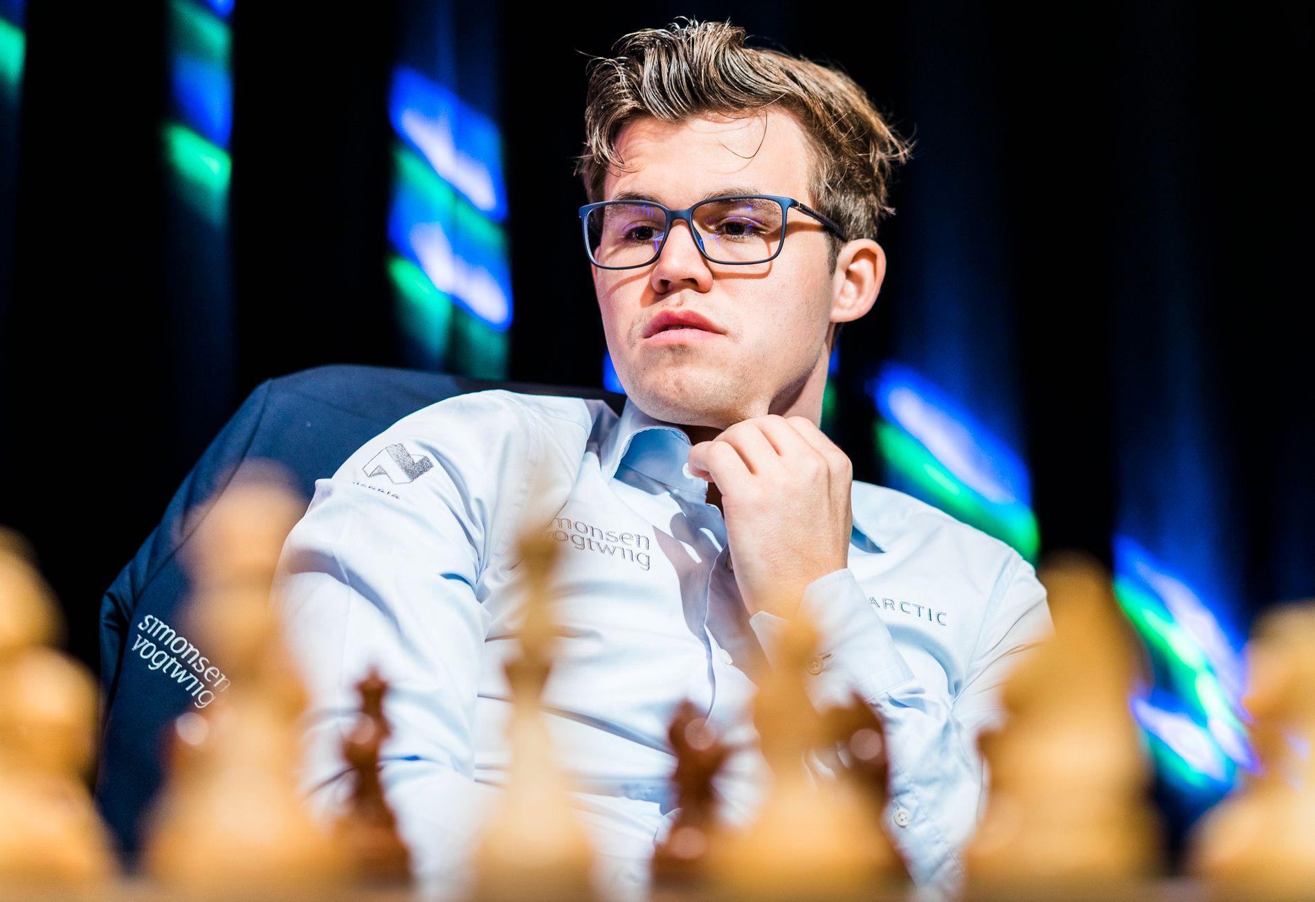 NY LOOK: Magnus Carlsen i aksjon i Paris-turneringens lynsjakk i juni.
