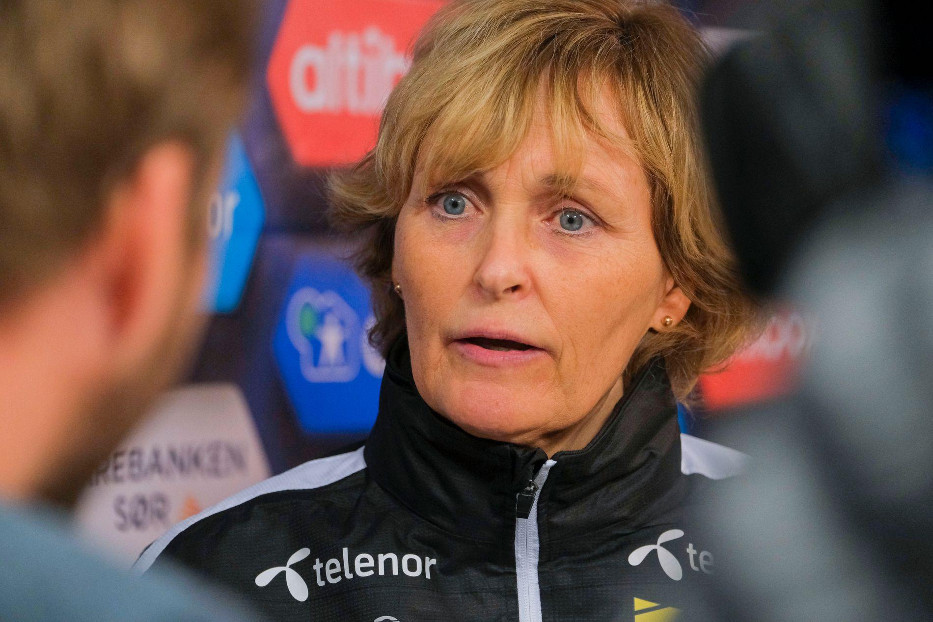 START-STYRELEDER: Monica Grimstad hadde mange spørsmål å besvare etter kampen mot Aalesund.