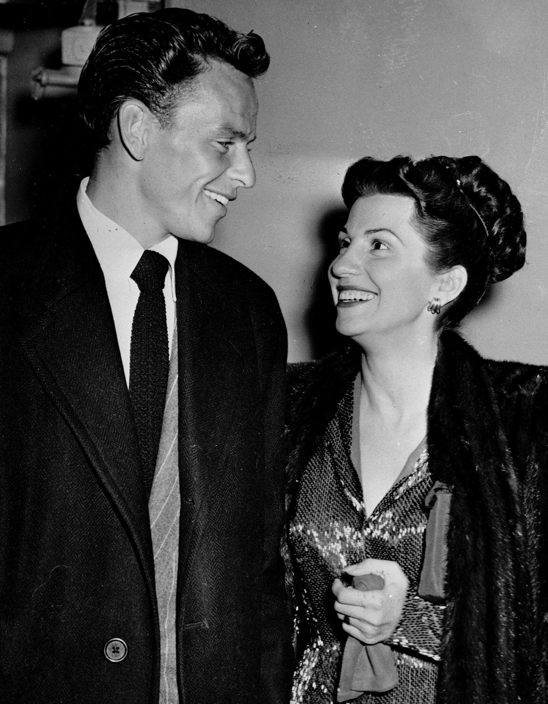 Frank og Nancy Sinatra avbildet sammen i 1946. Nancy Sinatra var Frank Sinatras første av totalt fire koner.