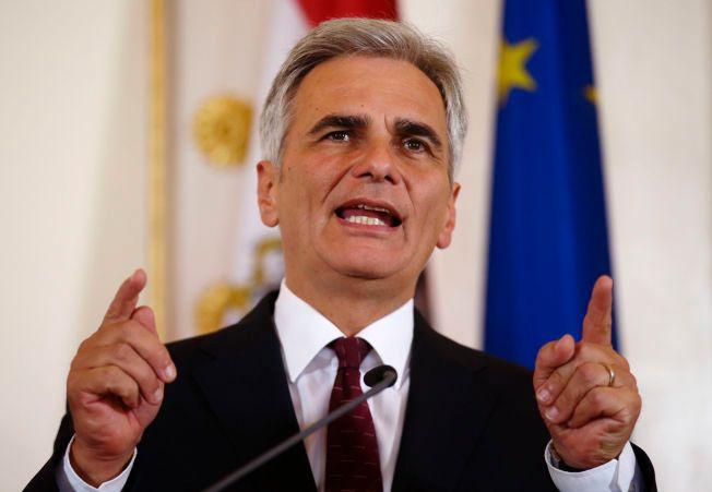 LANGER UT: Østerrikes statsminister Werner Faymann fyrer løs en kraftsalve mot Ungarns statsminister Viktor Orbán.