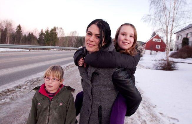 VALGTE VEKK VAKSINER: Ingerid Forbergs døtre Siri Viola (9) og Frida Linnea (7) er friske og raske til tross for ikke å ha fått vaksinene i barnevaksinasjonsprogrammet.