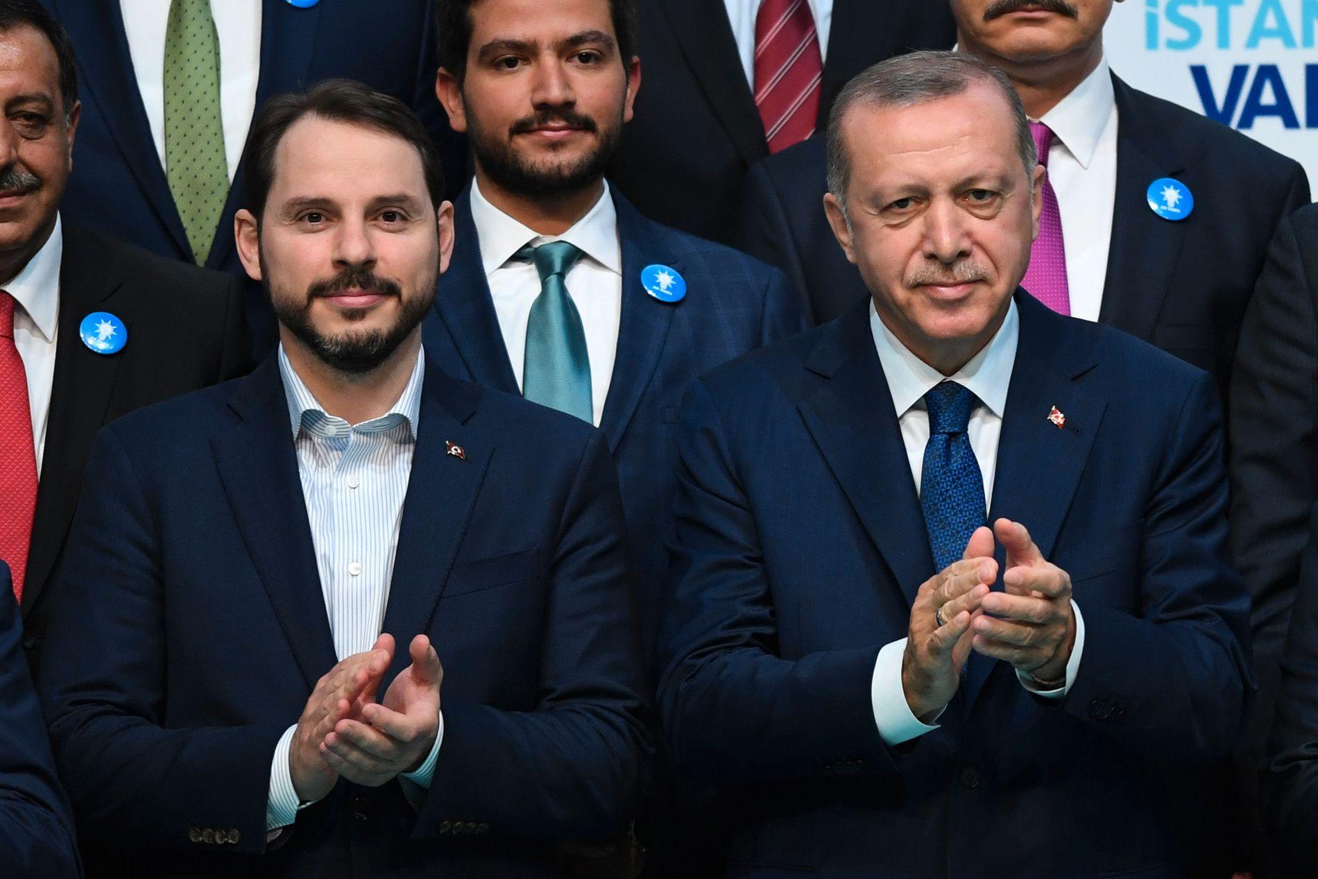 SAMARBEIDER TETT: President Recep Tayyip Erdogan ga først svigersønnen Berat Albayrak jobben som energiminister, og oppgraderte ham til finansminister for en drøy måned siden.