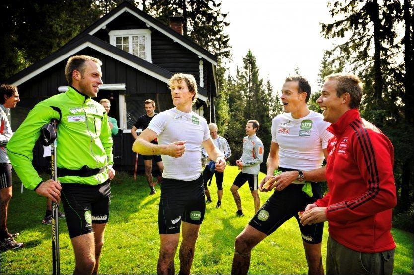 BRØDRE PÅ TRENING: Fredrik Aukland (t.h) er treningsrådgiver for sine eldre brødre Anders (t.v) og Jørgen Aukland (nr 2 fra høyre). I midten tidligere landslagsløper Jens Arne Svartedal. Bildet er fra trening i 2008. Foto: Robert S. Eik/VG