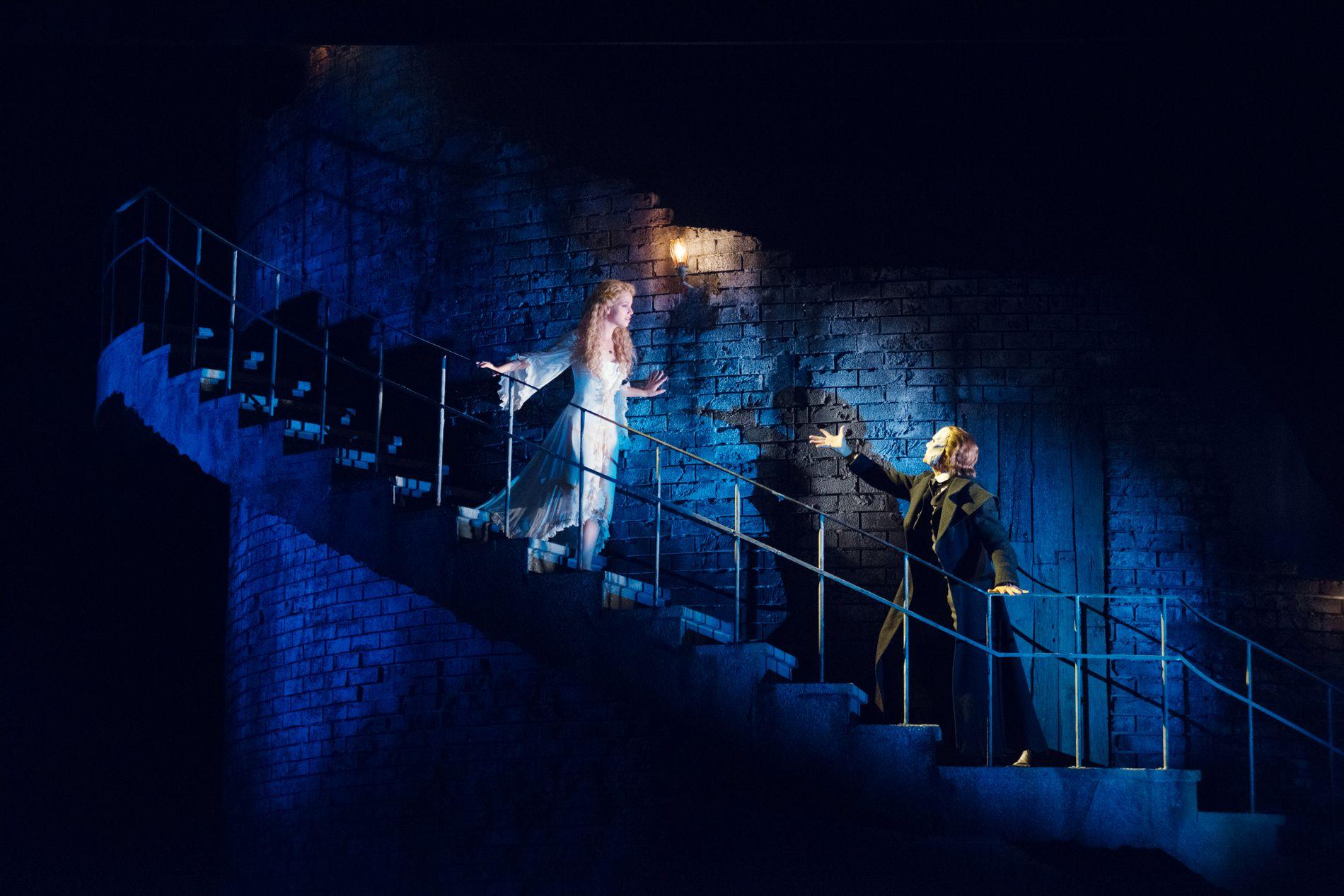 """FANTOMBRA: Espen Grjotheim og Mira Ormala i sanselig samspill i """"The Phantom of the Opera"""" på Folketeatret."""