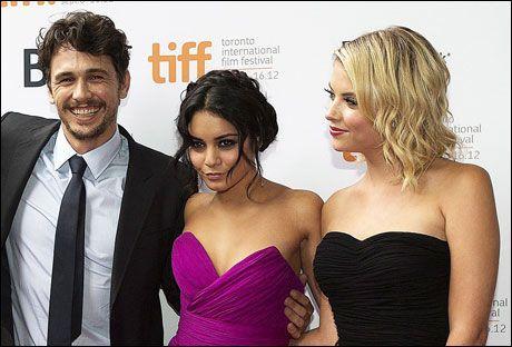 MENAGE-A-TROIS: Her er James Franco, Vanessa Hudgens og Ashley Benson på den røde løperen under filmfestivalen i Toronto i Canada. Foto: AP