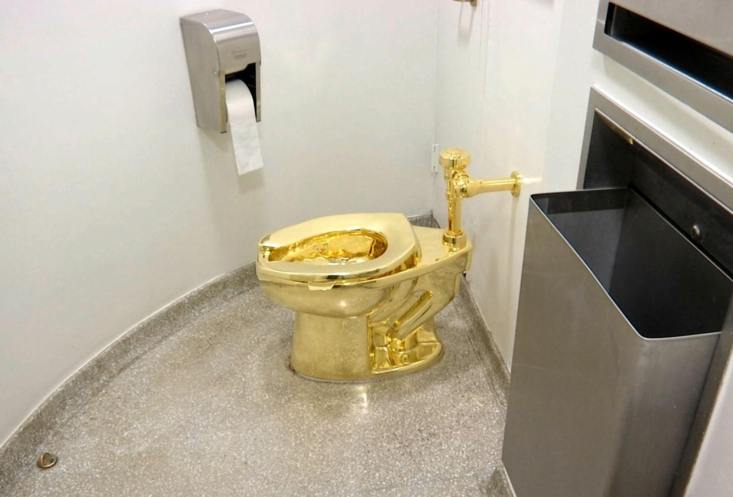 AMERICA: Ekteparet Trump ville låne et bilde av van Gogh fra Guggenheim, men fikk tilbud om dette toalettet isteden.