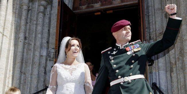 NYGIFTE: Milliardarvingen Louise Mohn (40) giftet seg med Erik Bertrand Larssen (40) i Bergen domkirke lørdag 14. juni.