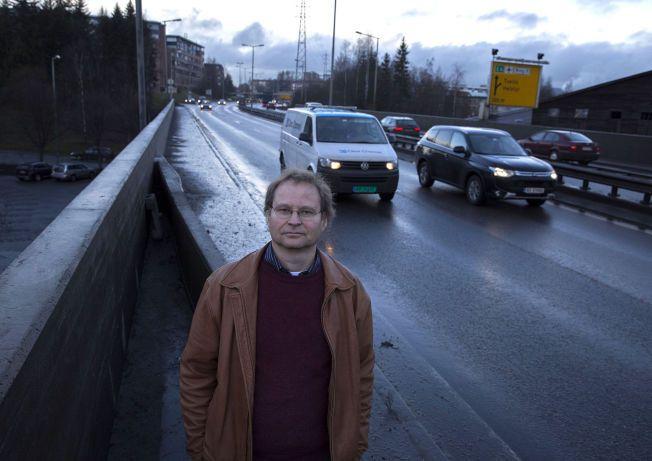 RAMMER HJERTE- OG LUNGESYKE: Sjefingeniør Pål Rosland har vært med og undersøkt sammenhengen mellom dårlig luft og dødsfall. 100 000 mennesker i Oslo lever i områder med luftforurensning som kan være helseskadelig.