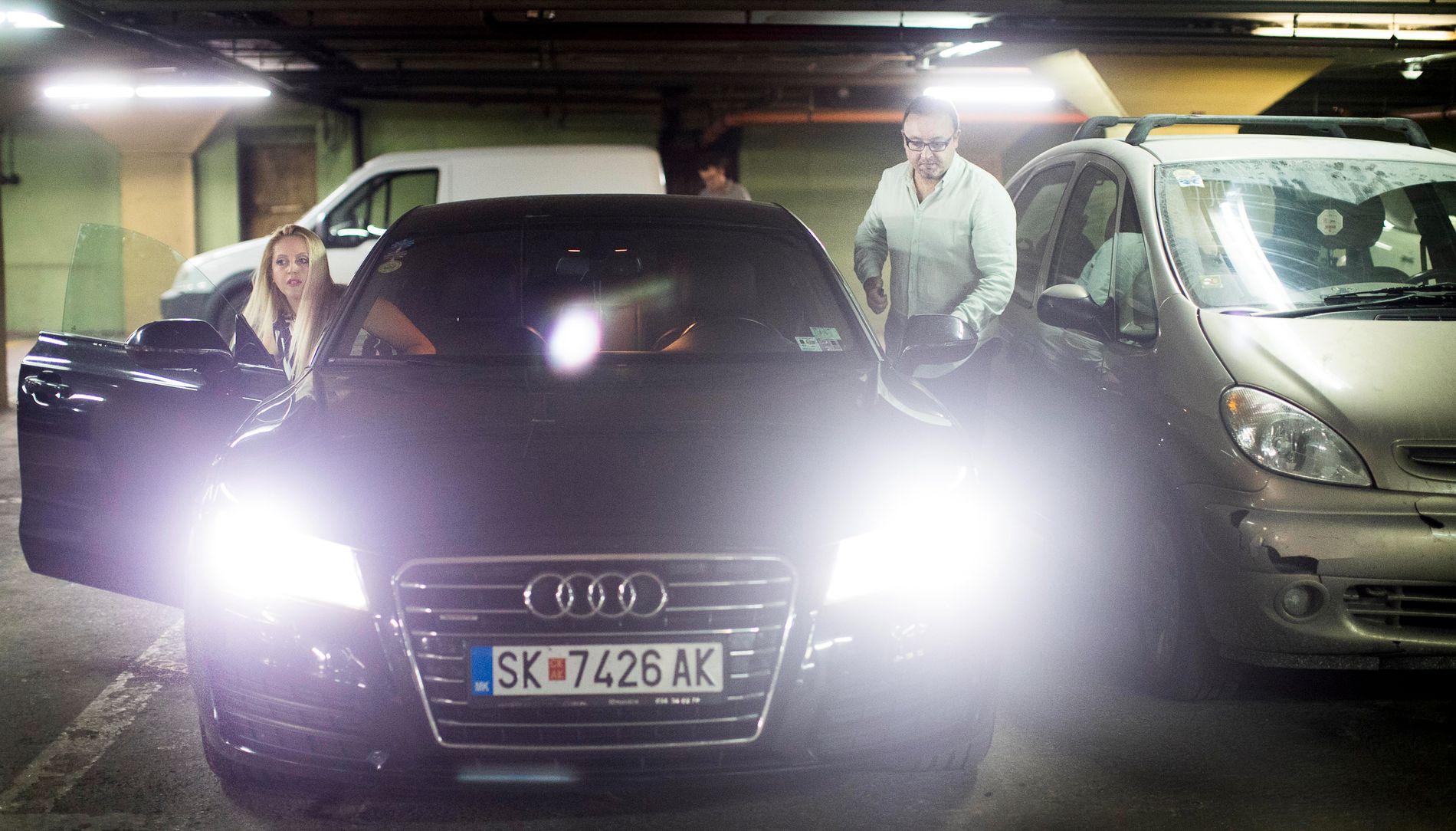 BAKMANNEN: Mirko Ceselkoski (38) og kona Jovanka (37) har tjent gode penger på «fake news». Ceselkoski kjører en Audi A7 og Jovanka en Mercedes-Benz S-klasse.