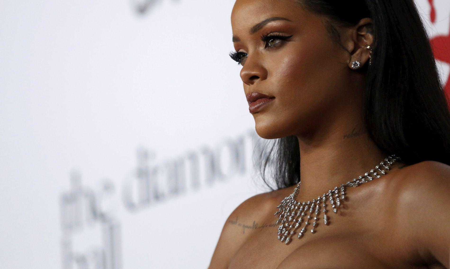 BEKYMRET: Rihanna poserer på Diamond Ball i Santa Monica, California 10. desember, 2015. REUTERS/Mario Anzuoni