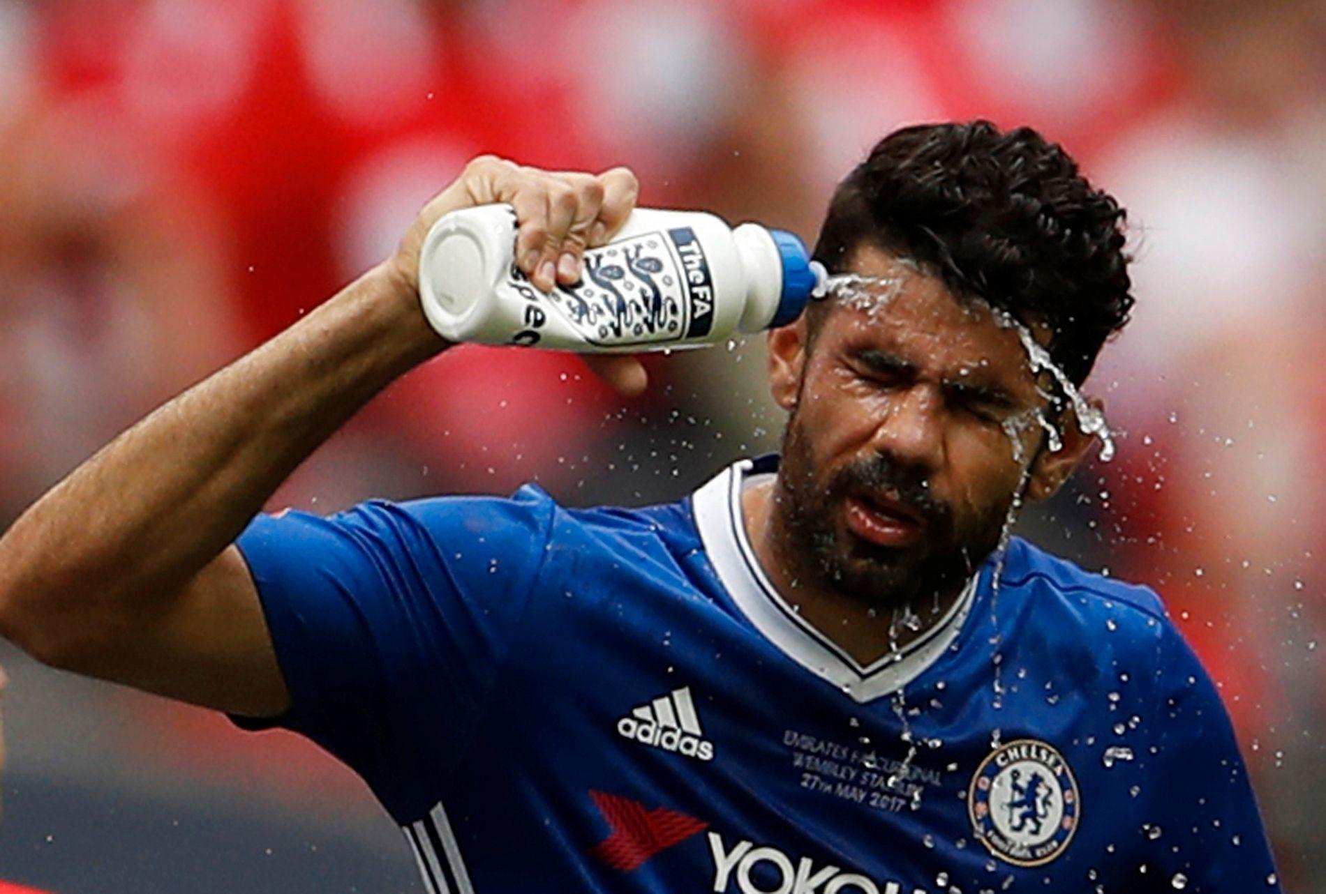 KALDDUSJ: Det har vært mye oppstyr rundt Diego Costa og Chelsea denne sommeren.