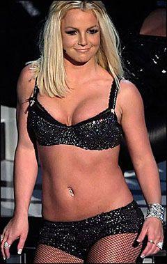 KOMMER HUN TILBAKE? Det er foreløpig svært uklart om Britney Spears (26) vil klare å kjempe seg tilbake som en av verdens mest populære artister. Foto: AFP