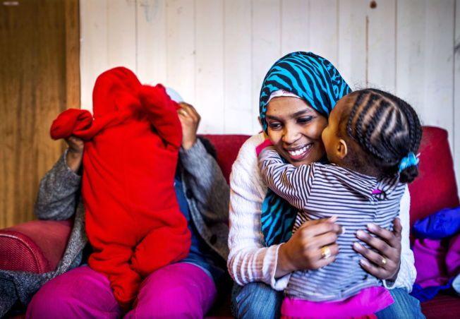 HÅPEFULL: VG besøkte Randa Abdelaziz for første gang i januar. Da håpet hun at hun snart ville få en kommune å bo i. Her er hun sammen med vennen og tobarnsmoren Rim (27), som i motsetning til Randa ikke hadde fått opphold i Norge.