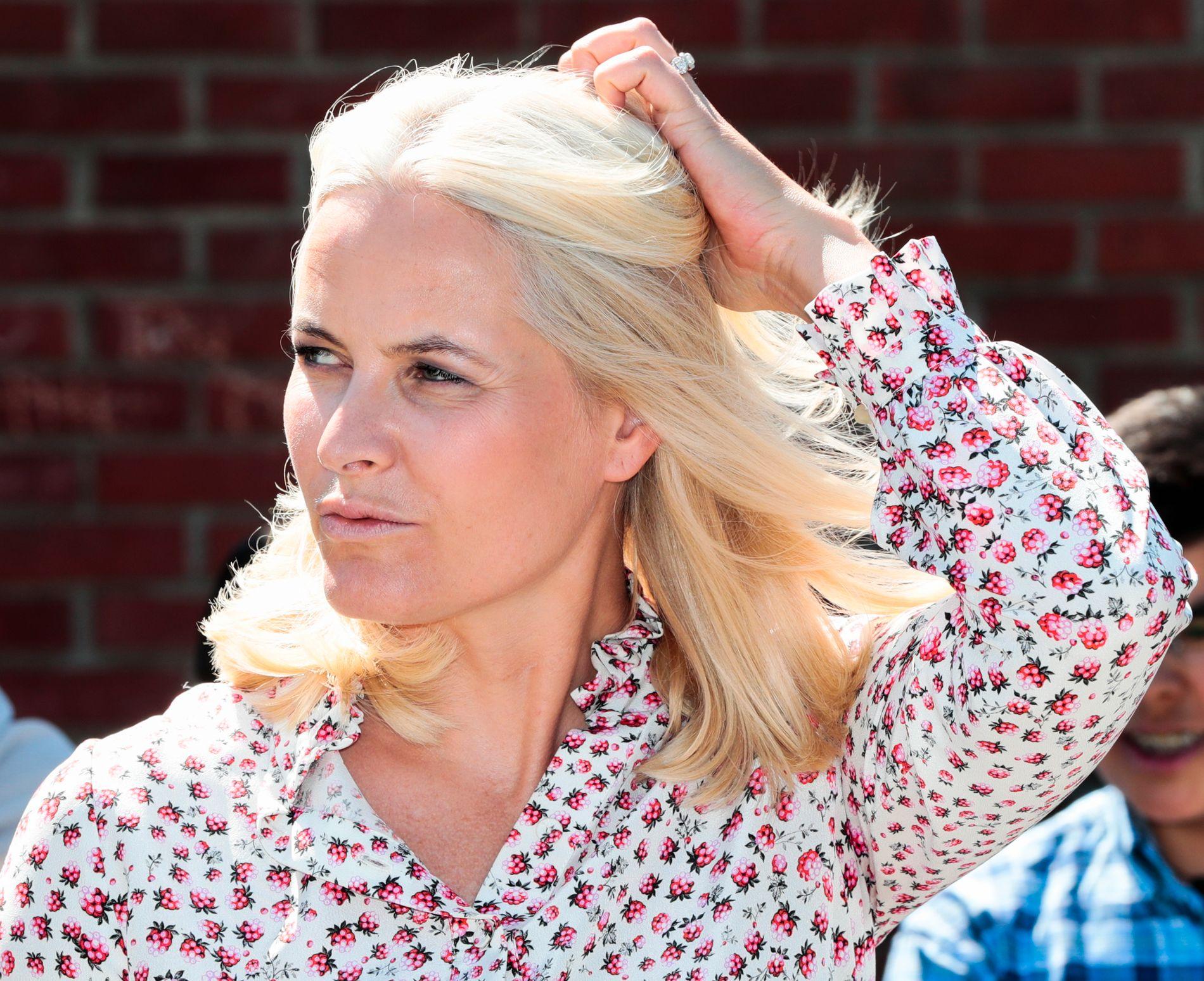 SYK: Mette-Marit har fått konstatert en kronisk lungesykdom. Her avbildet på Linderud skole i Oslo 23. mai i år.