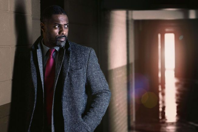 NOMINERT: Idris Elba er nominert i flere kategorier. Her i en scene i miniserien «Luther».