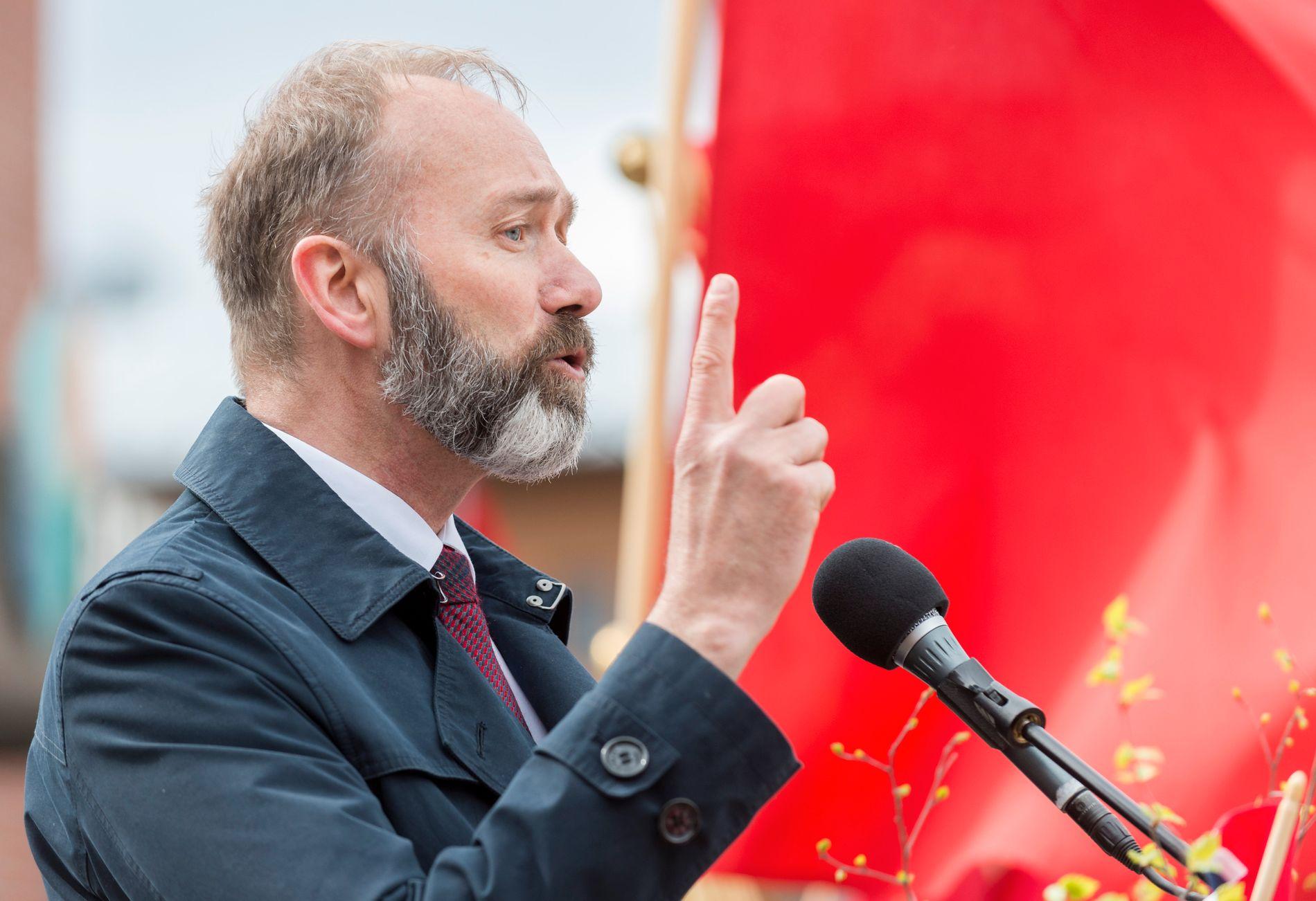 TILBAKE: Etter stormen rundt varslingssakene holdte Trond Giske sine første store politiske taler i Trøndelag. Her holder han 1. mai-tale i Verdal.