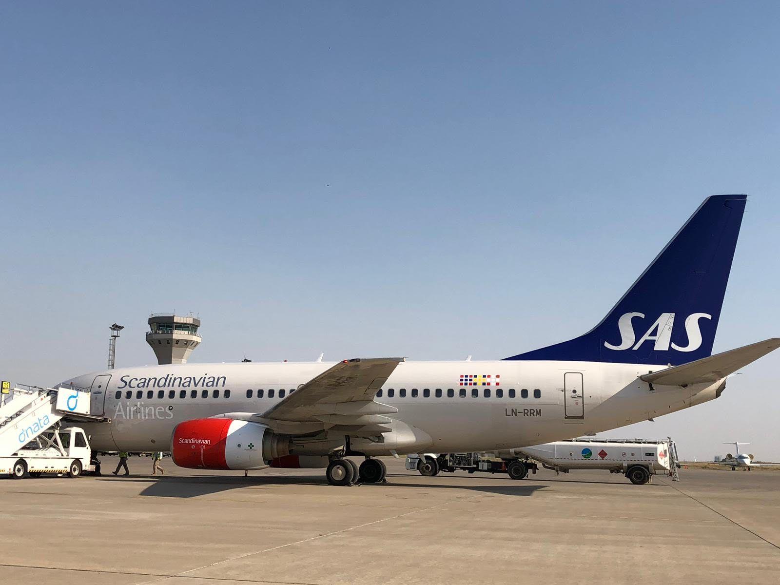 PÅ VEI TIL NORGE: SAS-flyet fotografert på flystripen i Erbil mandag.