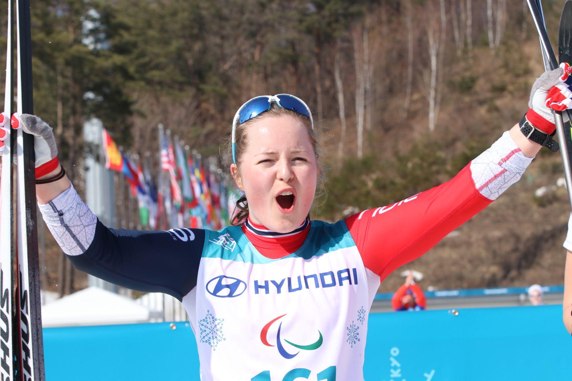 SØLV-GLAD: Vilde Nilsen jublet over sølvet på onsdagens sprint i Paralympics.