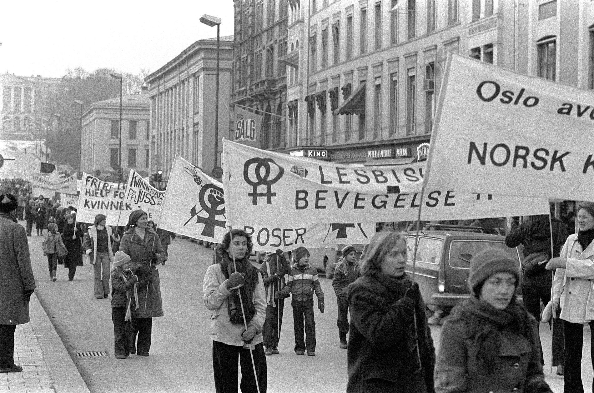 KVINNER I KAMP: 8.mars-demonstrasjon i Oslo i 1979. Mye har skjedd siden den gangen. Kvinnedagen er fortsatt en kampdag - og en dag for feiring av alt som er oppnådd.
