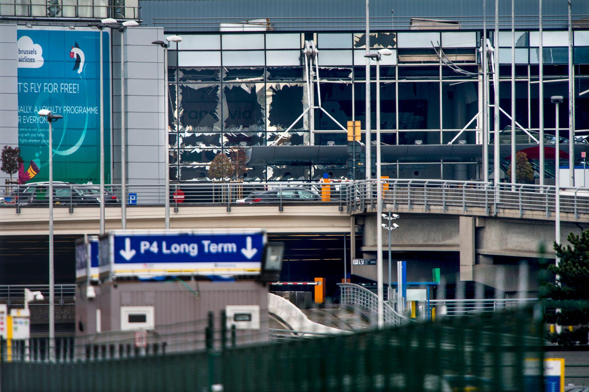 FRA ARBEIDSPLASS TIL TERRORMÅL: I fem år jobbet en av Brussel-bomberne ved flyplassen han senere valgte som mål. Slik så Zaventem-flyplassen ut etter eksplosjonen.