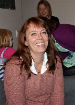 MER ENN BARNEPASS: Grete Kaspersen haransvaret for driften av Rødhette. Hun trives godt med aleneforledrene og barna på Rødhette. Foto: LINA GAGANIS