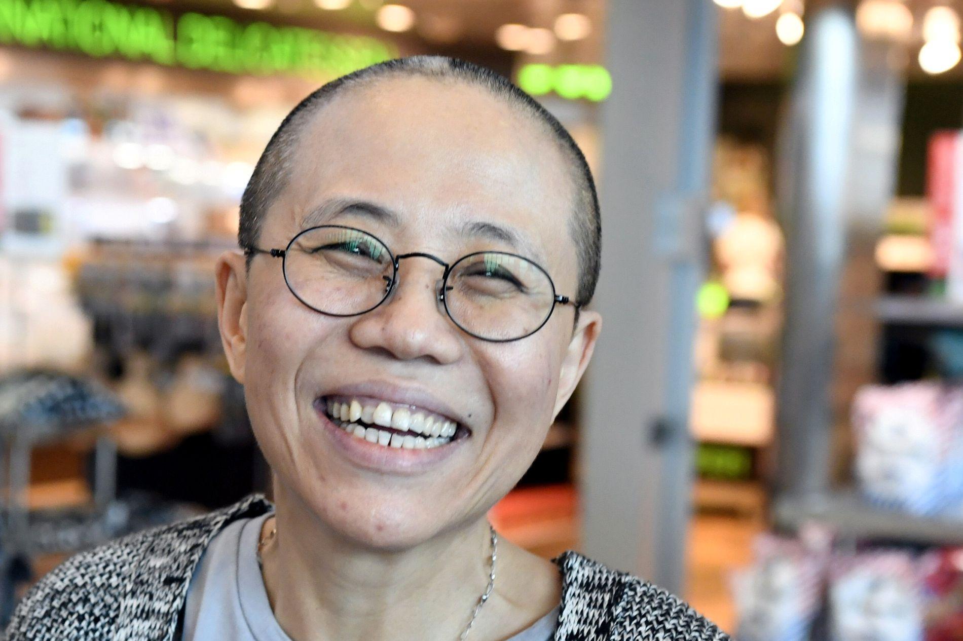 FRI: Liu Xia smiler etter ankomsten til Helsingfors på et fly fra Beijing tirsdag. Nesten åtte års husarrest i Kina er over.