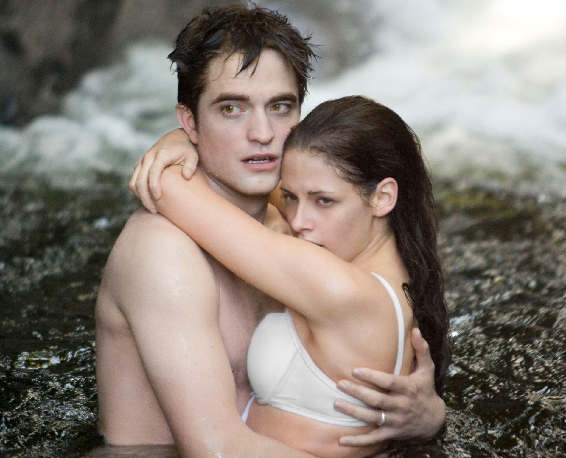 PAR: Robert Pattinson og Kristen Stewart som Edward og Bella i «The Twilight Saga: Breaking Dawn - part 1»
