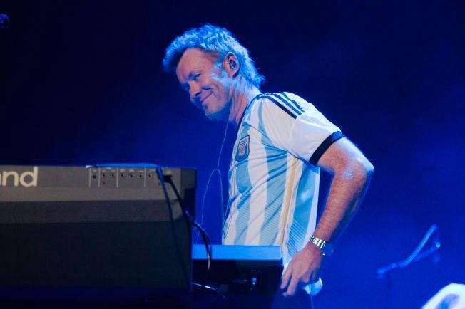 FRIDDE TIL PUBLIKUM: Magne Furuholmen med Argentina-drakt med nummer ti på ryggen i Buenos Aires.
