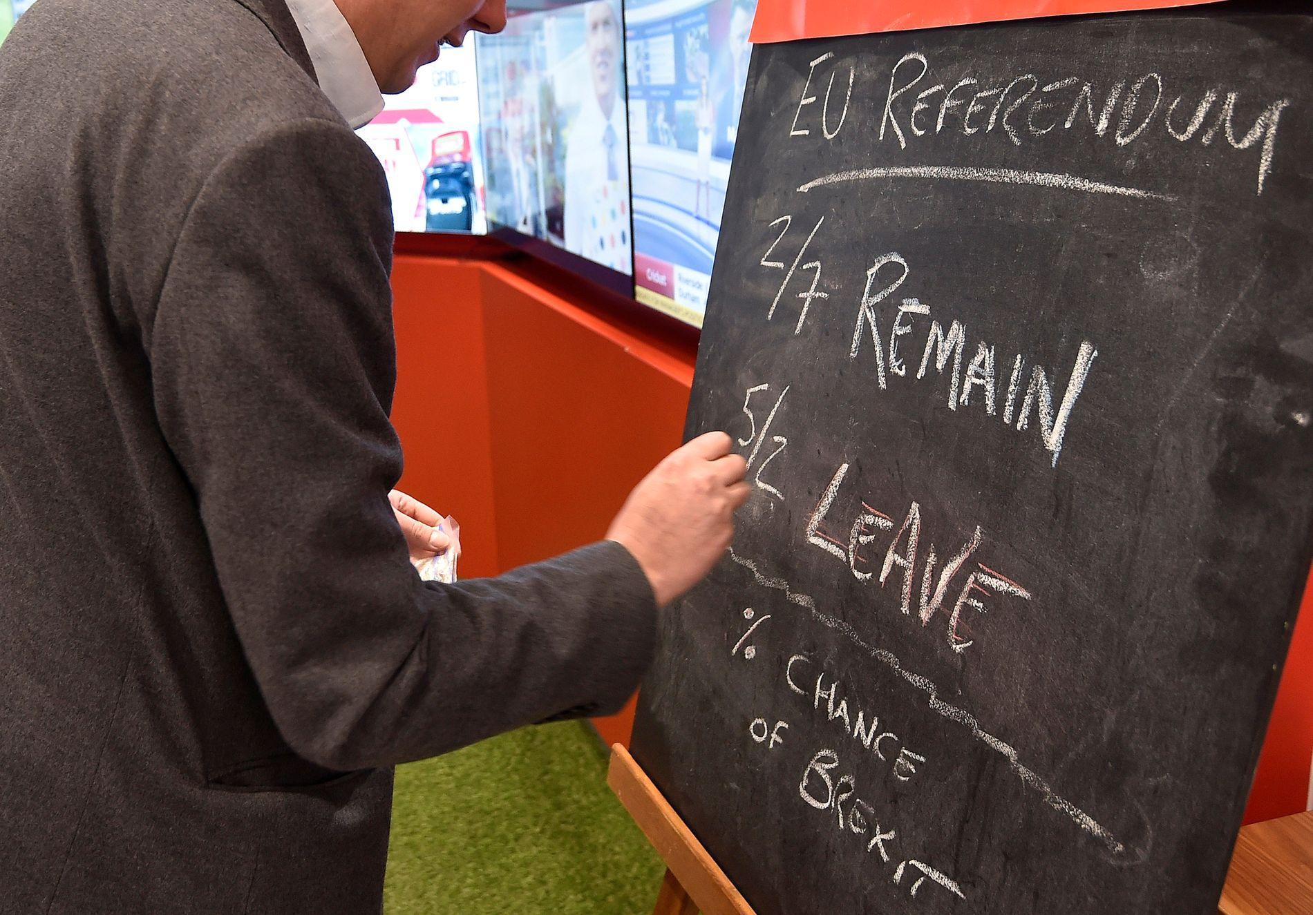 VEDDER: En rekke bettingselskaper lar britene spille på utfallet av torsdagens folkeavstemning.