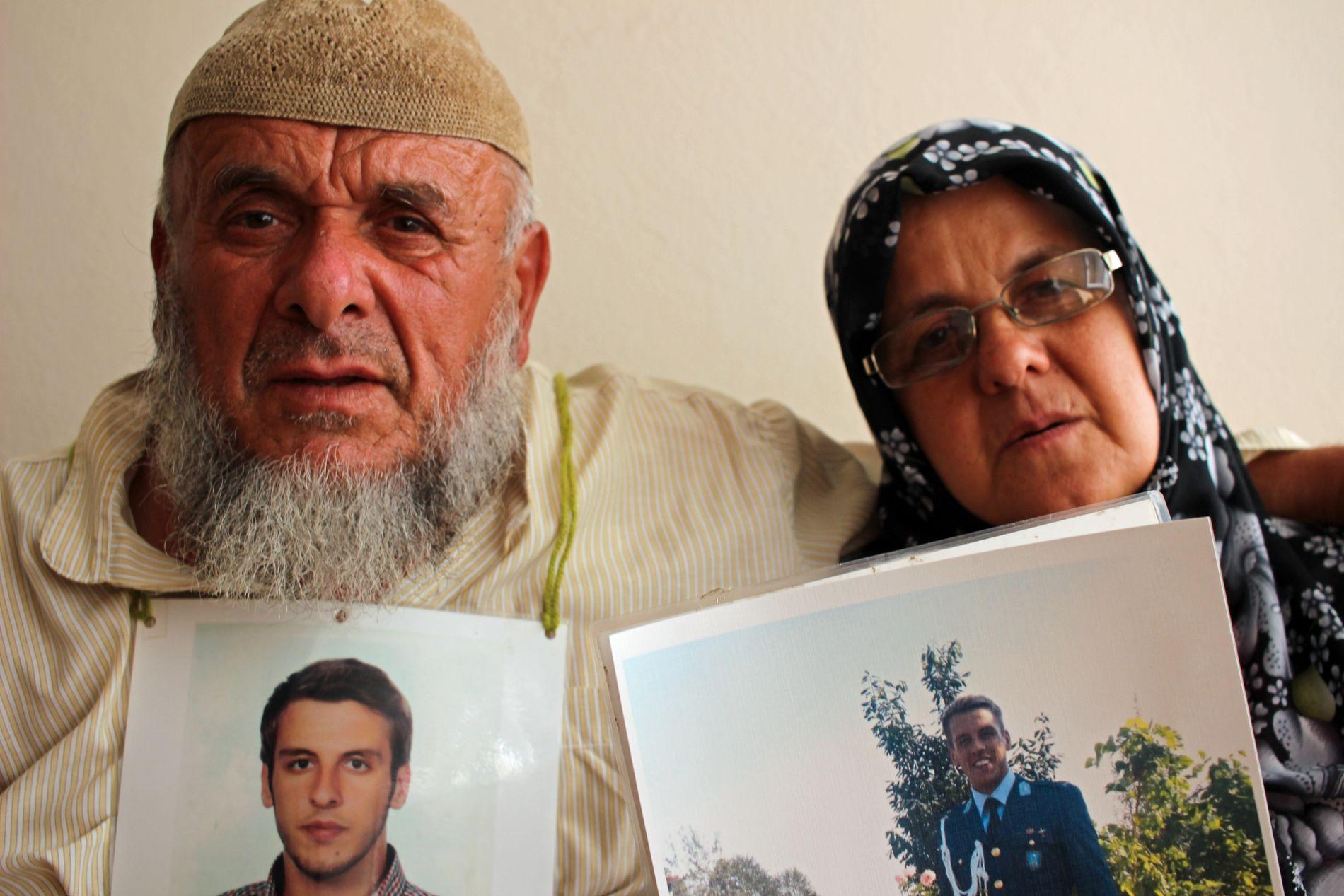 SAMMEN FOR SØNNEN: Veysil Kilic (65) og Makbule (60) håper sønnen Selahattin snart slippes ut av varetektsfengslingen.