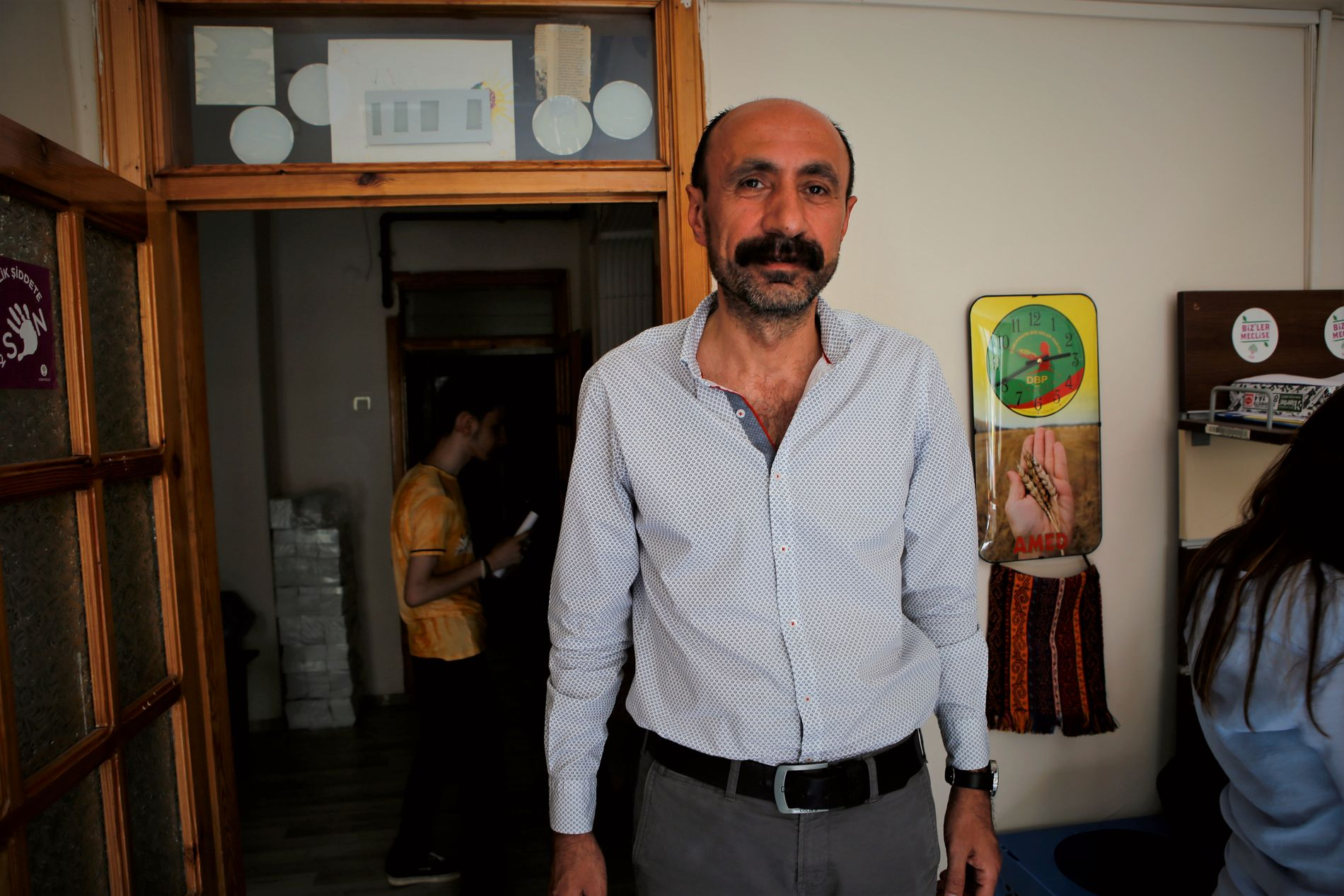 ADVOKAT OG POLITIKER: Advokaten Mehmet Selim Kurbanoglu (48) var bydelsborgermester i Yenisehir i Diyarbakir for 220.000 innbyggere siden 2009. Han er fortsatt under terrortiltale og suspendert fra jobben.